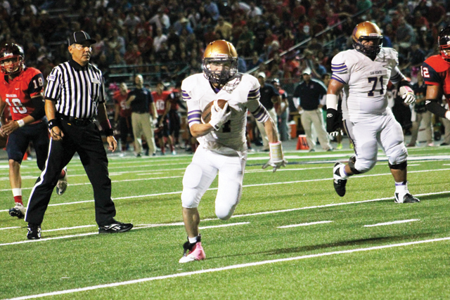 (Photo by Edward Cruz) Running back Gabriel Vasquez of the San Benito Greyhounds is seen carrying the ball in Brownsville on Friday, when the team defeated the Veterans Memorial Chargers by a score of 67-57.
