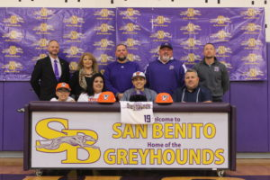 Danny Dial signs to UTRGV Baseball